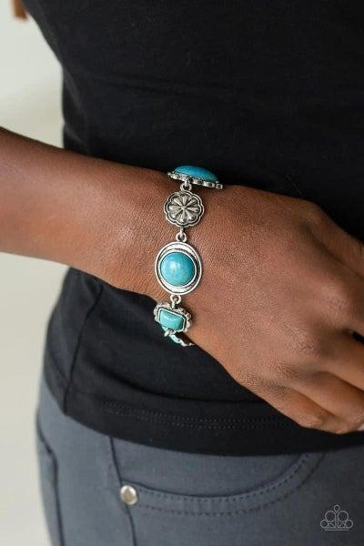 Gorgeously Groundkeeper - Blue Clasp Bracelet