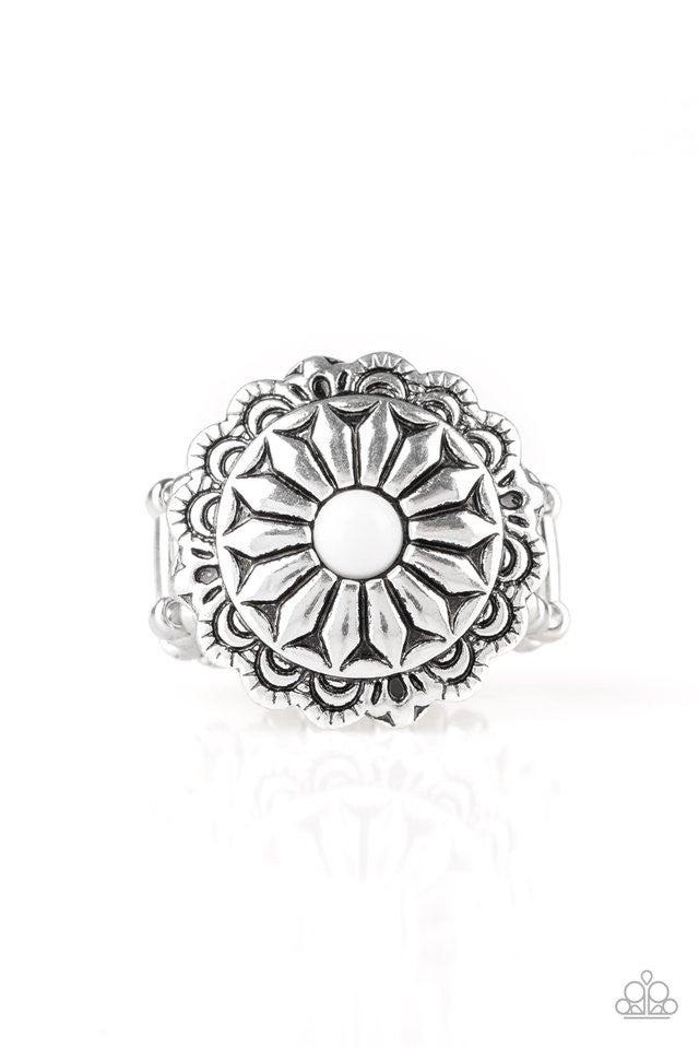 Daringly Daisy - White Ring