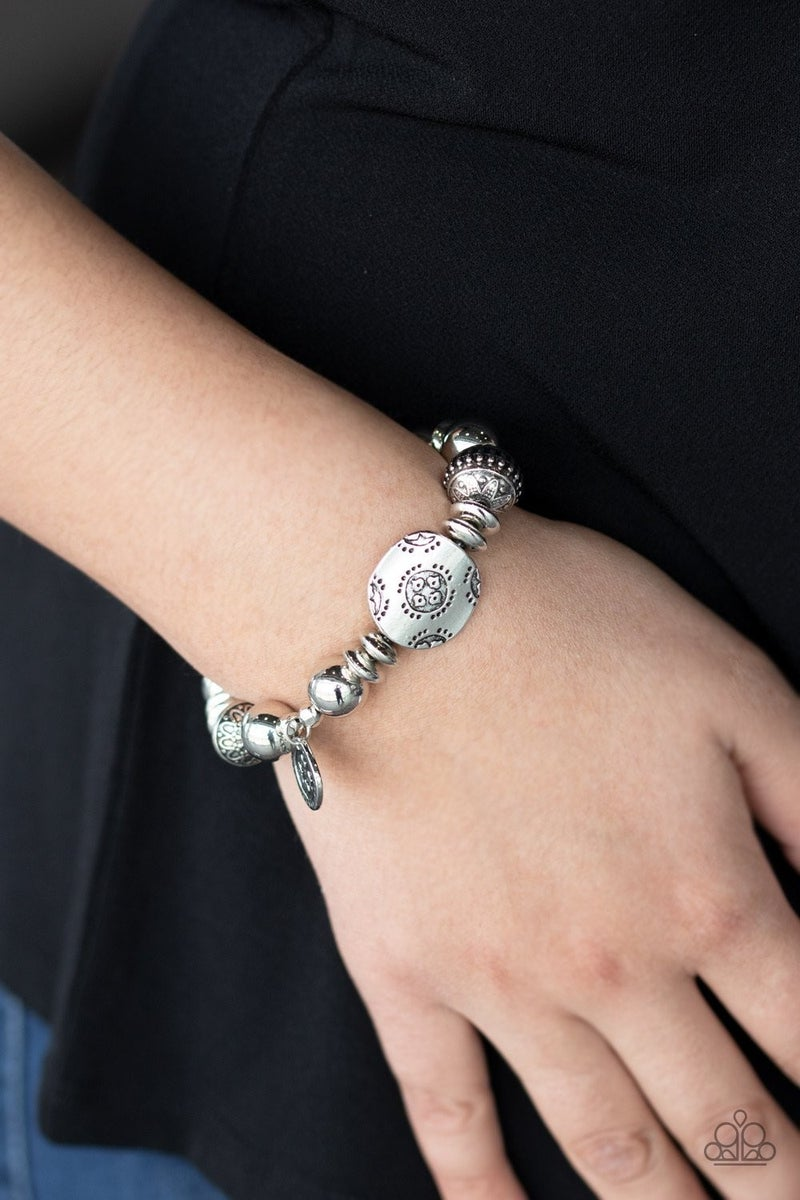 Aesthetic Appeal - Silver Stretchy Bracelet