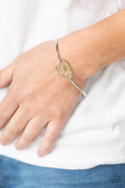 Prairie Paradise - White Clasp Bracelet