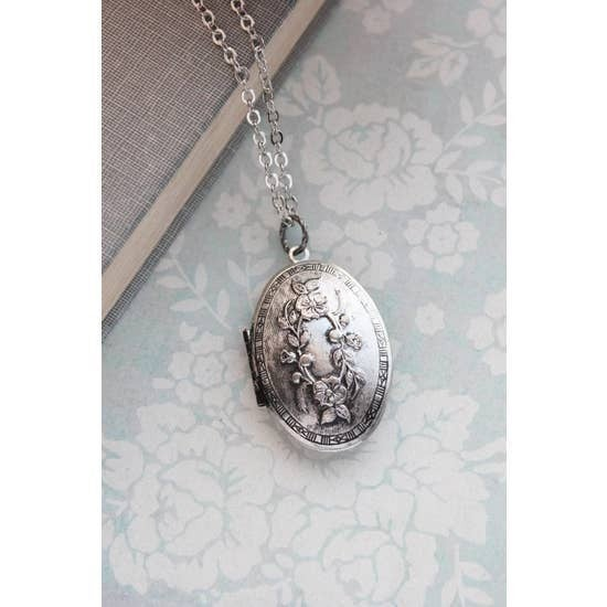 Oval Picture Locket Necklace