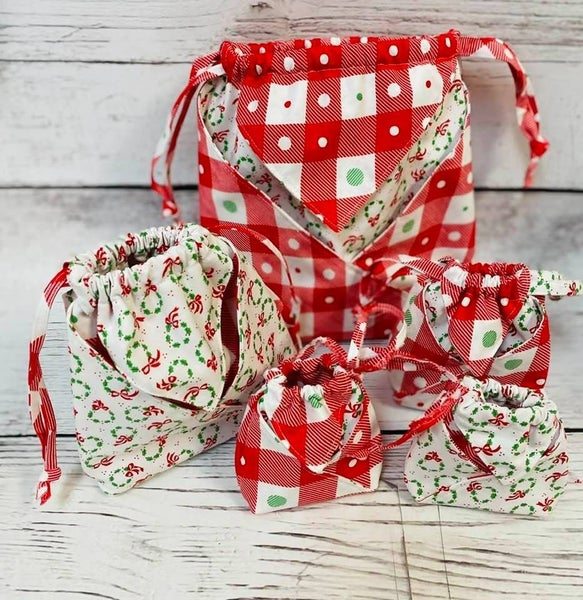 Kit:  Fold It Hold It Christmas (makes all sizes) (NEED PATTERN)
