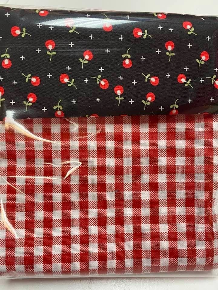Kit:  Towel Cowl Red Flowers & Red Check