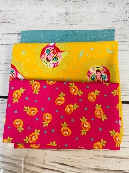 Kit:  June Tailor Lunchbox Tula Cats (Need Batting/Zipper Kit)