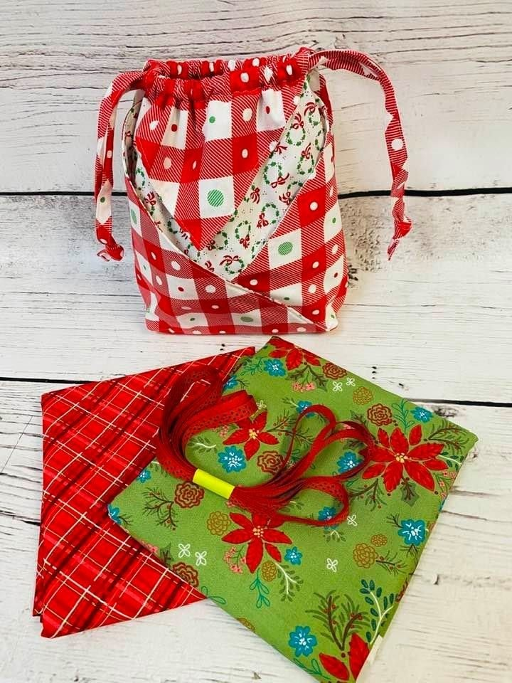 Kit:  Fold It Hold It Christmas 2(makes all sizes) (NEED PATTERN)