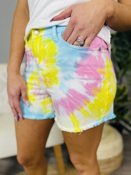 PLUS/REG Judy Blue Far Out Shorts