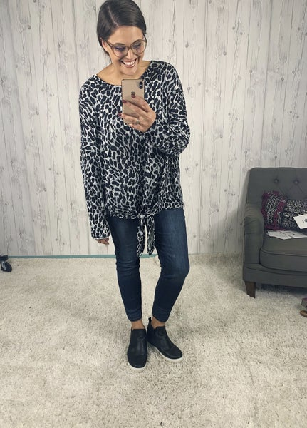 Plus/Reg Easel Grey Leopard Long Sleeve with Front Tie
