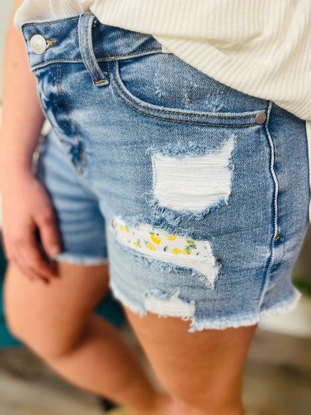 PLUS/REG Judy Blue Make Lemonade Shorts