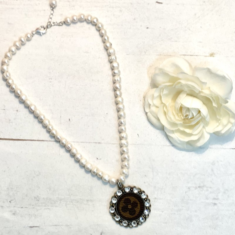 Short LV Pearl Necklace