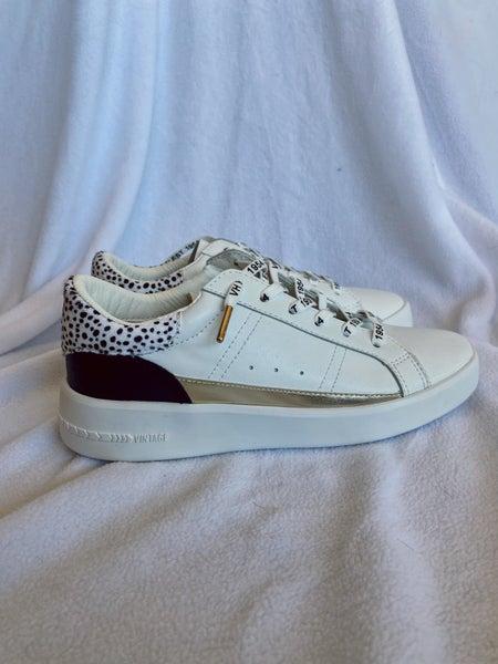 Ada Sneaker
