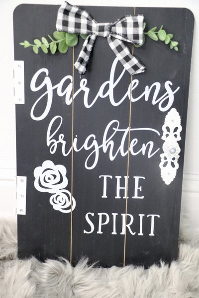 Gardens Brighten The Spirit Door Sign With Hinge And Knob Details