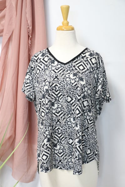 Going Through Time Geometric Floral Print Top In Black & White- Sizes 12-20