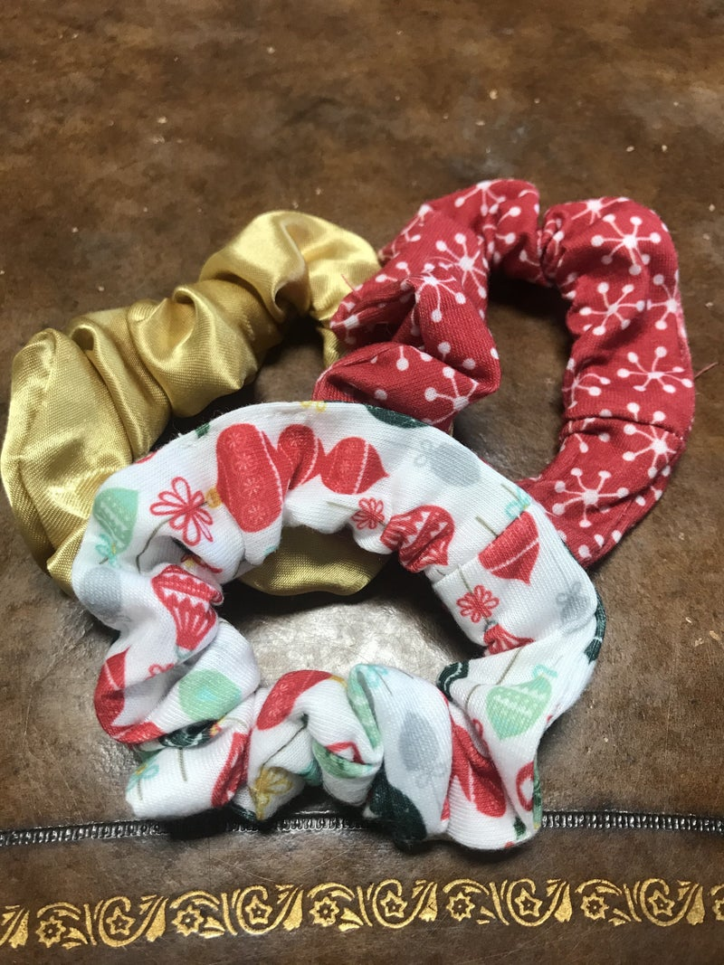 Keep It Together Christmas Scrunchie Set in Multiple Colors