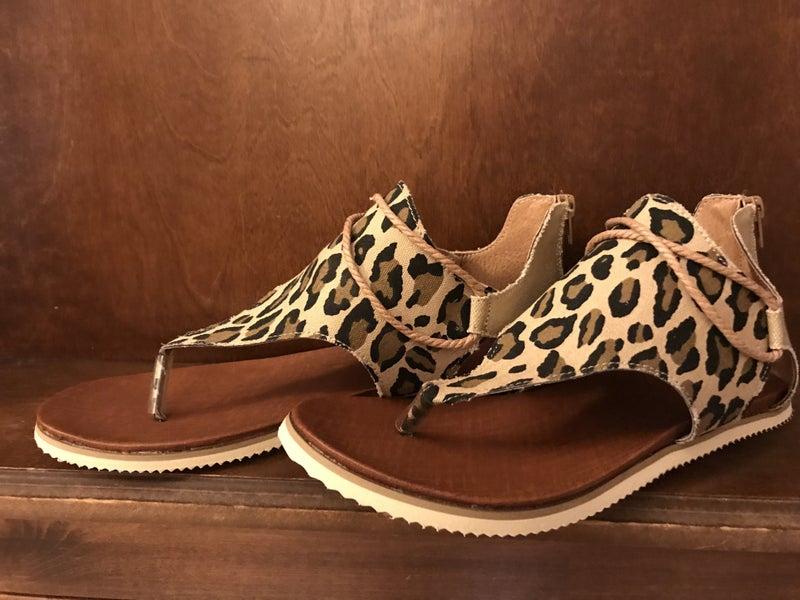 Feel The Breeze Zipper Back Sandals in Leopard