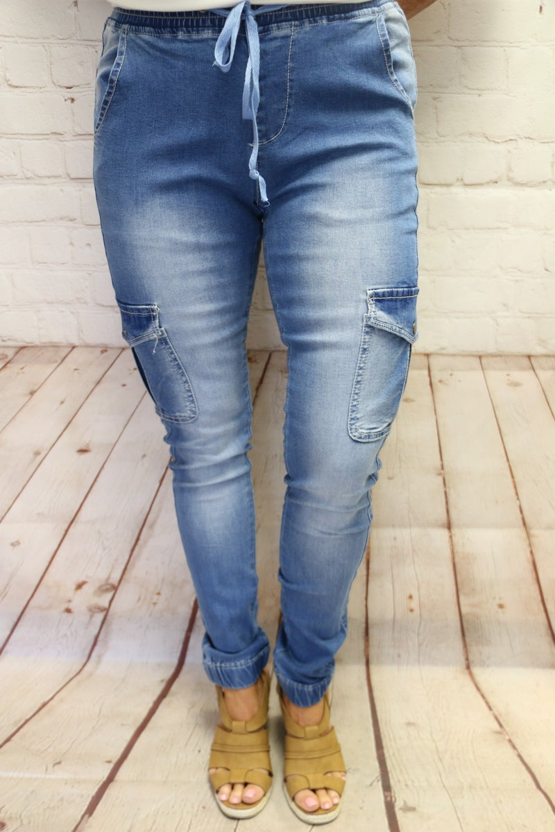 The Stacey Light Wash Denim Elastic Waist and Ankle Skinny Jean with Side Pocket- Sizzes 4-12