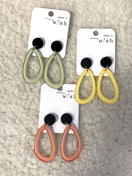 Happy Day Groovy Oval Acrylic Earring In Multiple Colors