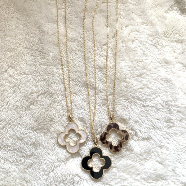Endless Short Gold Necklace With Cutout Clover Pendant In Multiple Colors