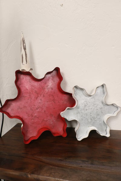 Set of 2 Snowflake Tin Trays