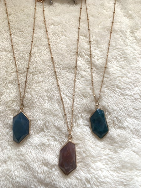Splendid Short Gold Necklace With Stone Pendant In Multiple Colors