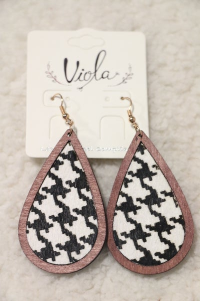 It's A Classic Wooden Teardrop Houndstooth Earring