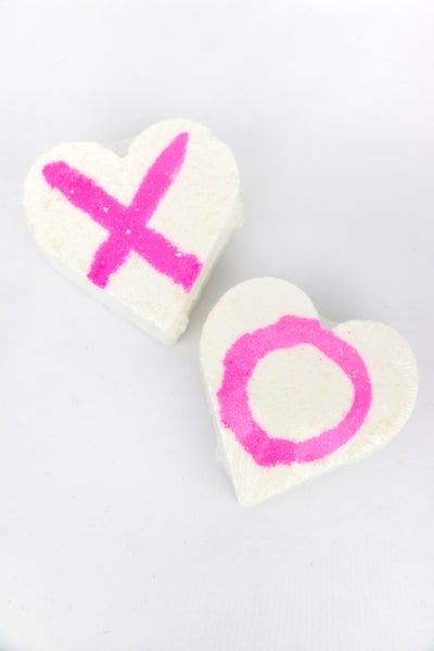 XOXO Love Spell Heart Shaped Bathbomb Set