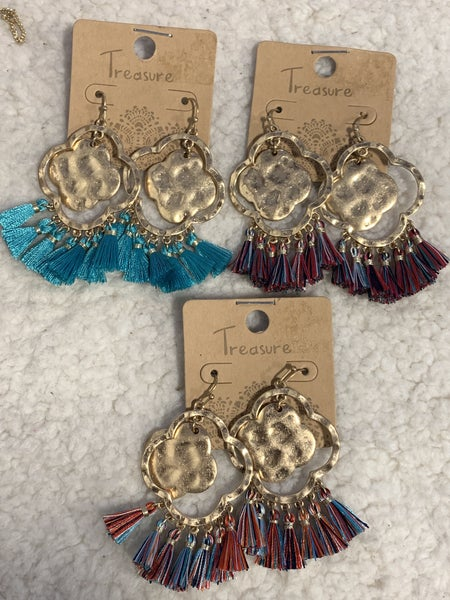 Around The World Hammered Gold Clover Earring With 6 Tassels In Multiple Colors