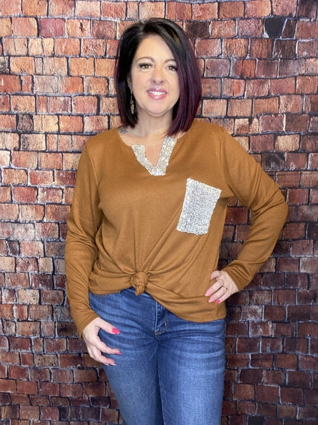 V THERMAL KNIT TOP WITH SEQUINS POCKET AND PLACKET