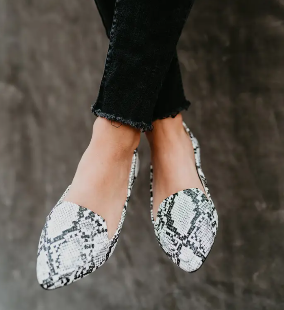 Monochromatic Skins Loafers