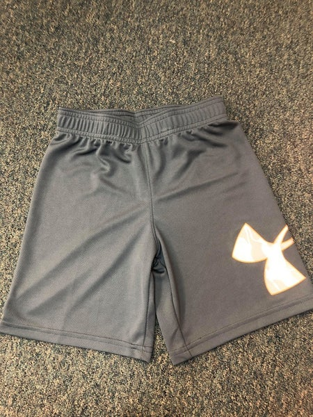 BOYS UNDER ARMOUR GRAY SHORTS W CAMO LOGO
