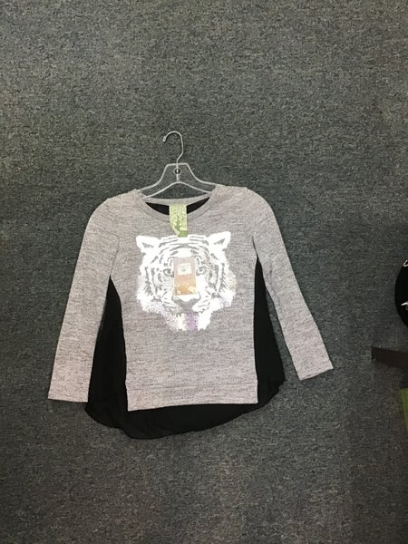 GRAY AND BLACK LONG SLEEVE SHIRT WITH SILVER METALLIC LION ON FRONT