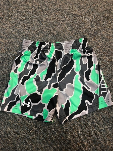 BOYS UNDER ARMOUR  CAMO GREEN SHORTS