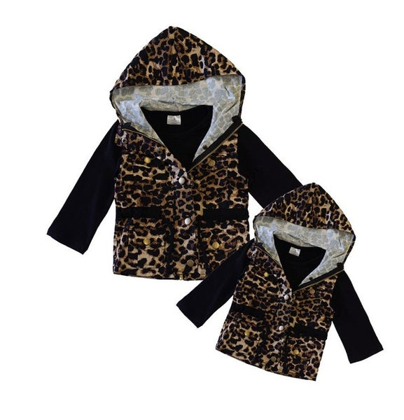 Mom & Me Leopard hoodie vest with shirts 2 pcs set (MOM SIZES)***look at sizes in description ***