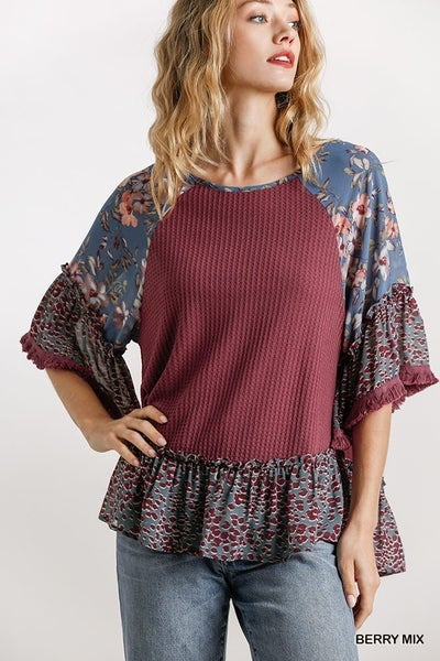FLORAL AND ANIMAL KNIT TOP