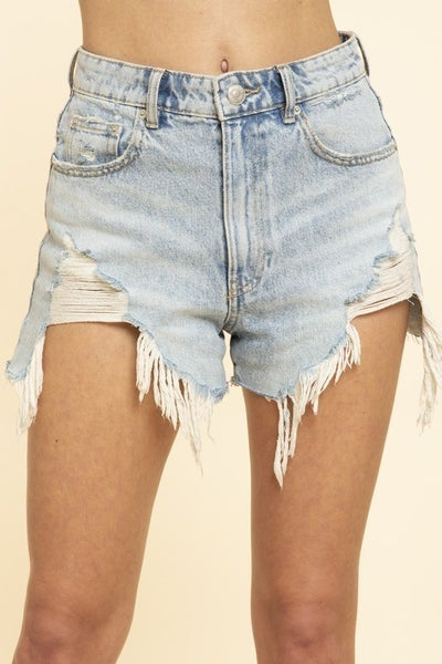 FRAYPED DENIM SHORTS
