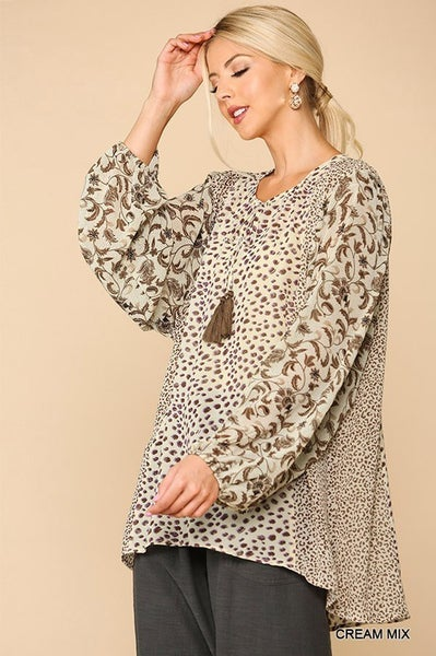 ANIMAL AND PAISLEY MIXED TOP WITH DOLMAN SLEEVES