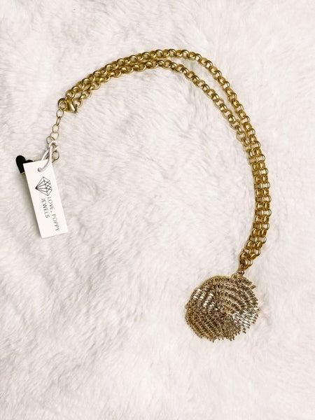 Scallop Magic Pendant Necklace