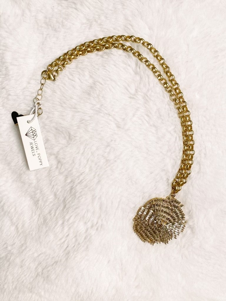 Scallop Magic Pendant Necklace