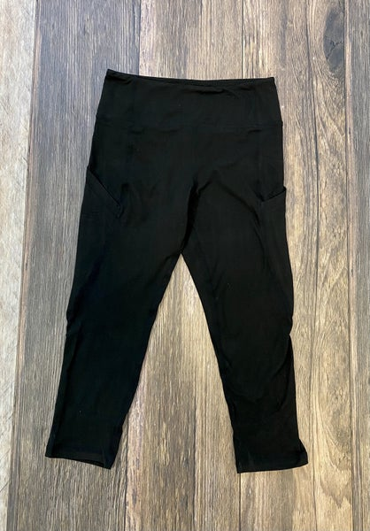 The Carly Capri High Waisted Side Pocket Leggings in Black