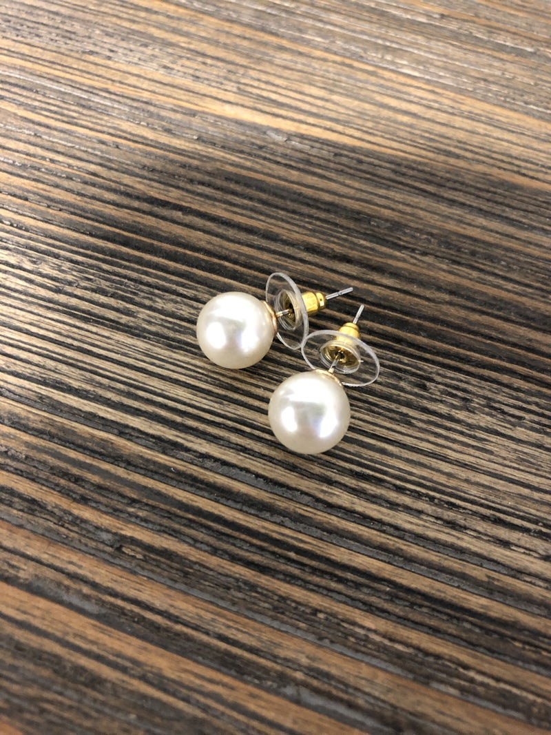 The Pearl Earrings