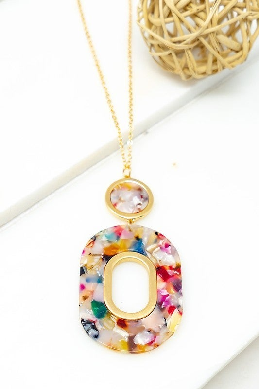 RESIN OVAL HOOP PENDANT NECKLACE