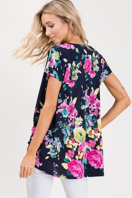Floral short-sleeve top with twist knot : Heimish