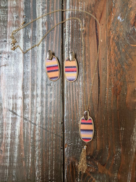 Glitter In Melon Serape Necklace & Earring Set