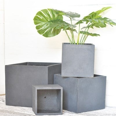 MEDIUM SQ. BLACK PLANTER BOX