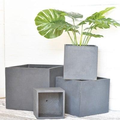 LARGE SQ. BLACK PLANTER BOX