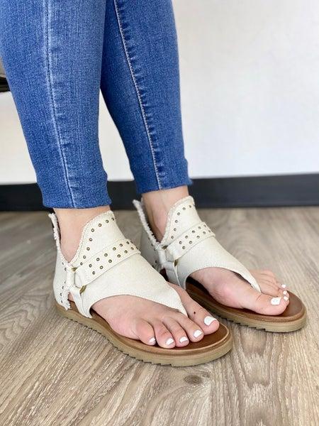 Journey Sandal: Cream