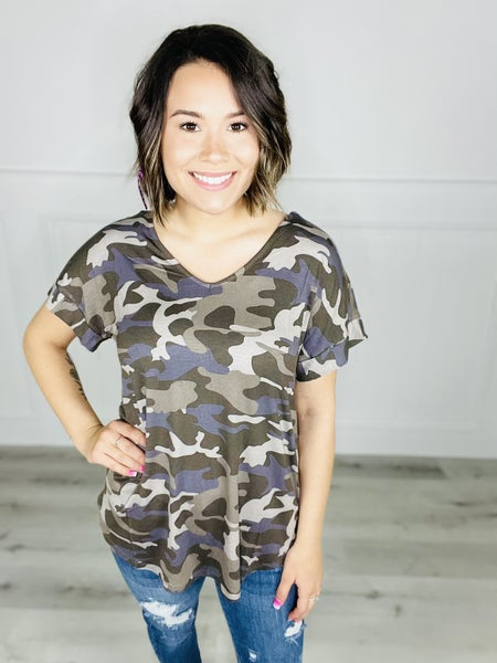 CAMOUFLAGE SHORT CUFF SLEEVE V-NECK TOP
