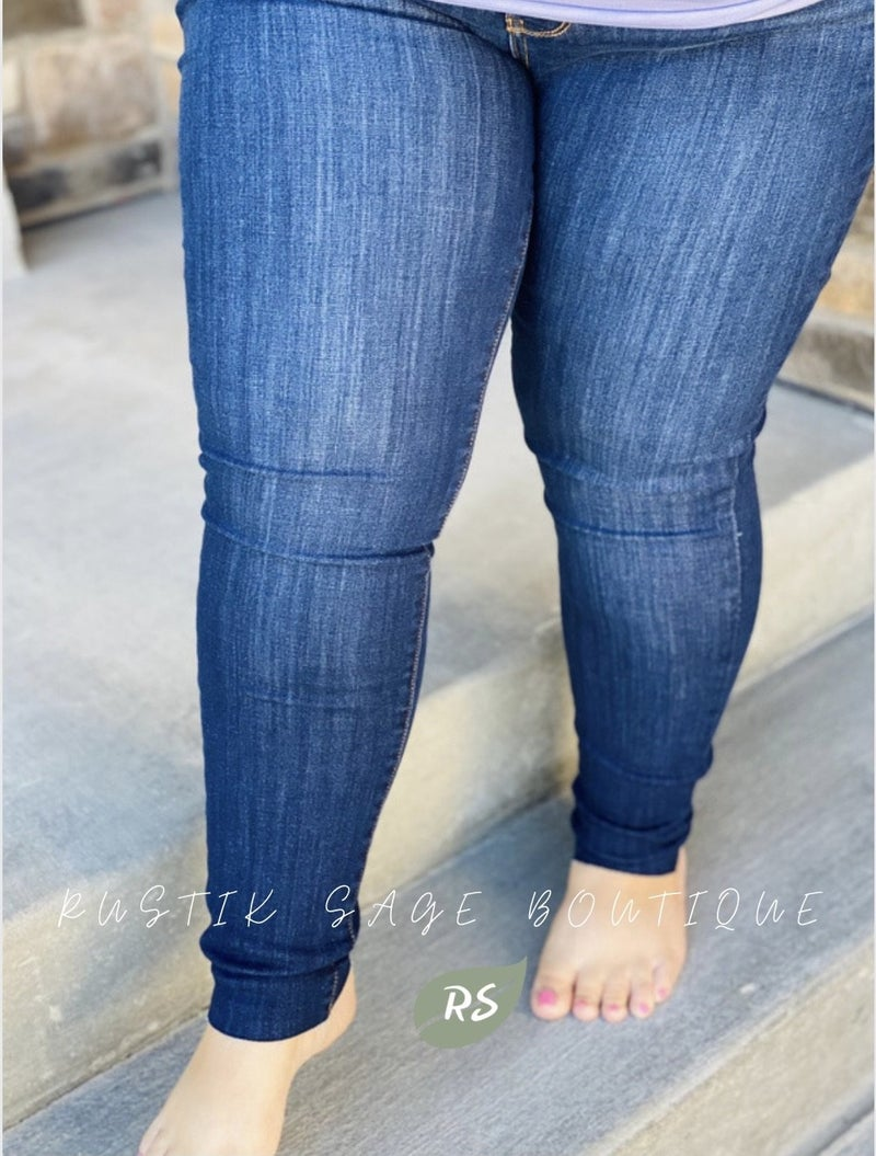 M06 Judy Blue Raw Hem Skinny Jeans