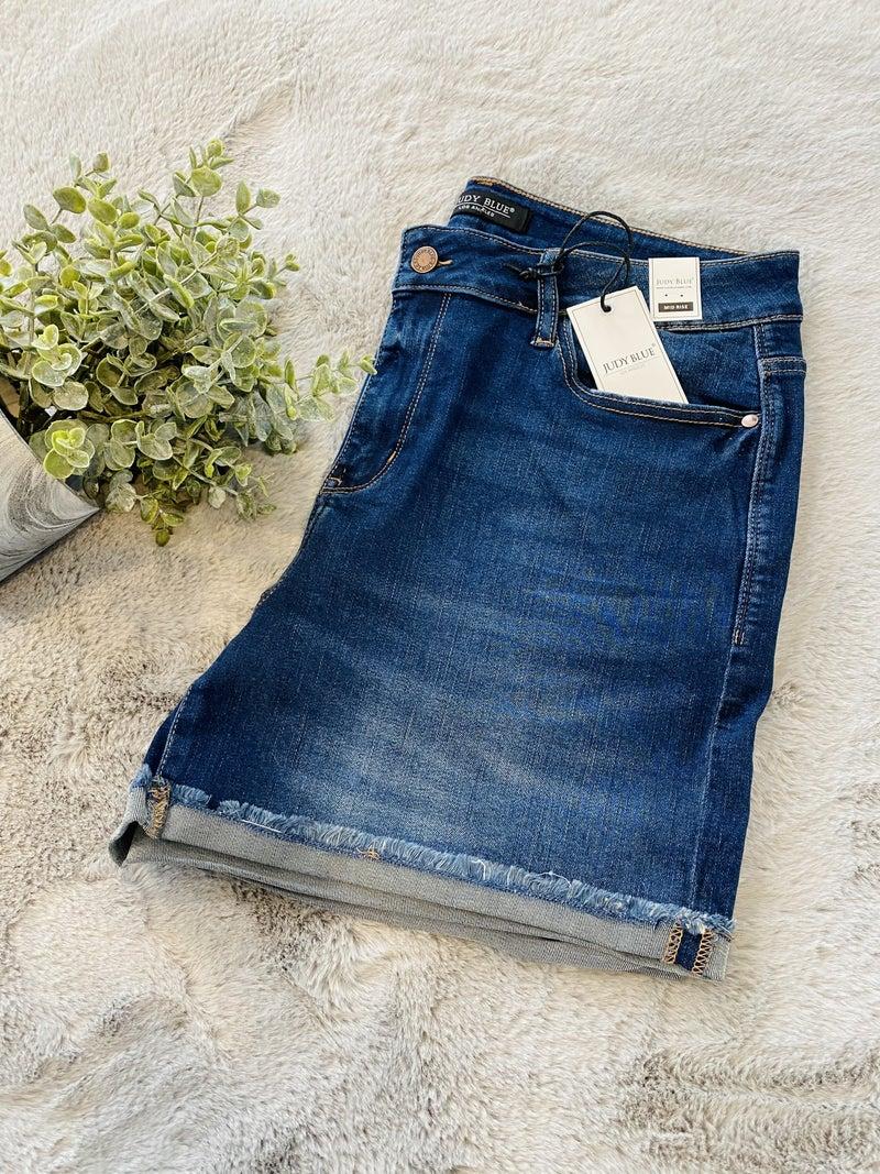 F01 Judy Blue The Anna Cuffed Hem Shorts