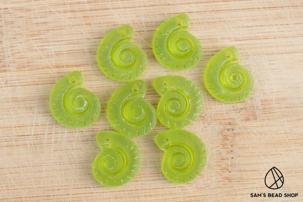 Cultured (Imitation) Sea Glass Ammonite Charms, Green, 15x18mm