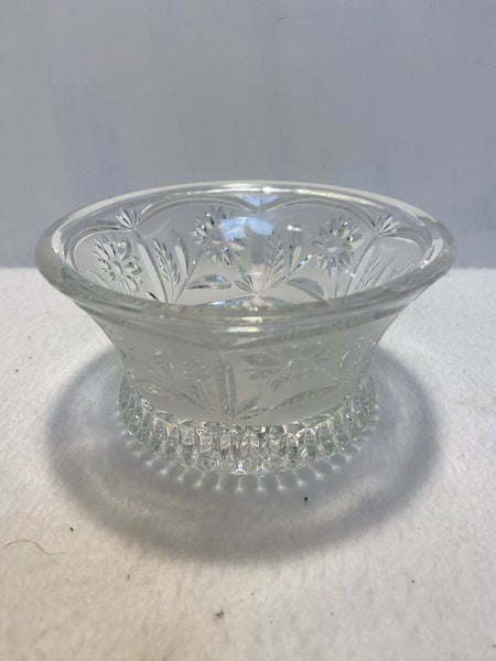 Vintage small crystal bowl w/ flowers